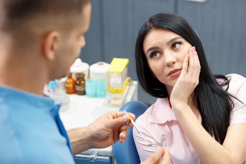 Dentist explaining wisdom teeth removal in Dallas to patient.